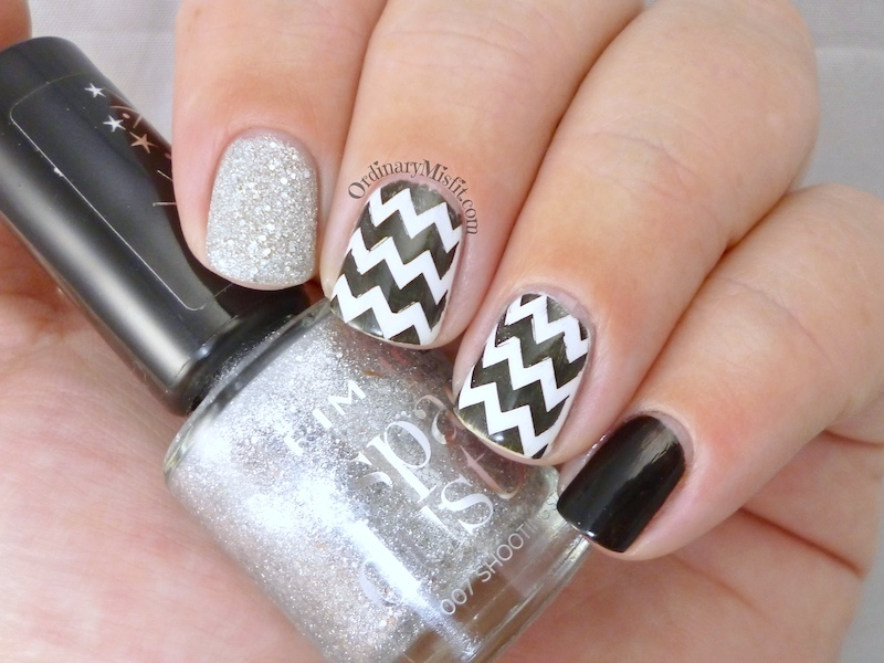 More monochrome nail art 2