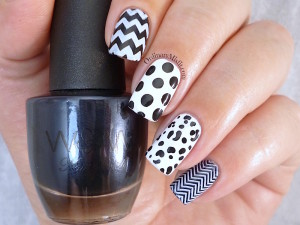 31DC2015 Day 7 Black and white nail