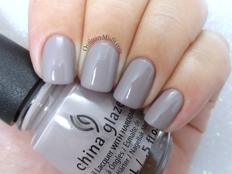 China Glaze - Dope taupe