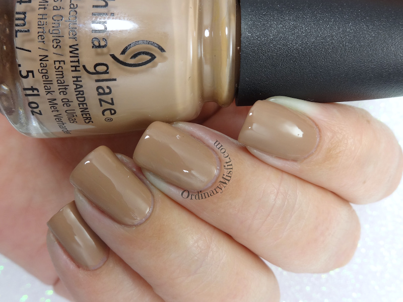 China Glaze - Bare attack