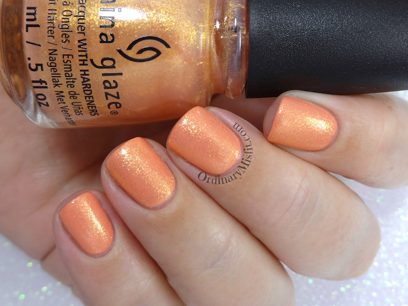 China Glaze - Sun's out, buns out