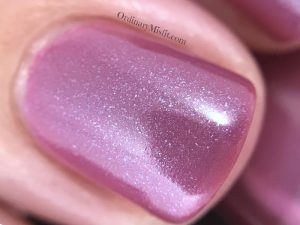 Dollish Polish - Merry & bright macro