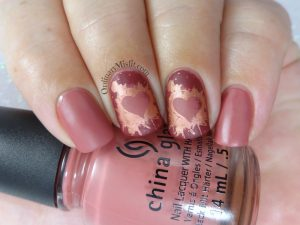 Splattered hearts nail art