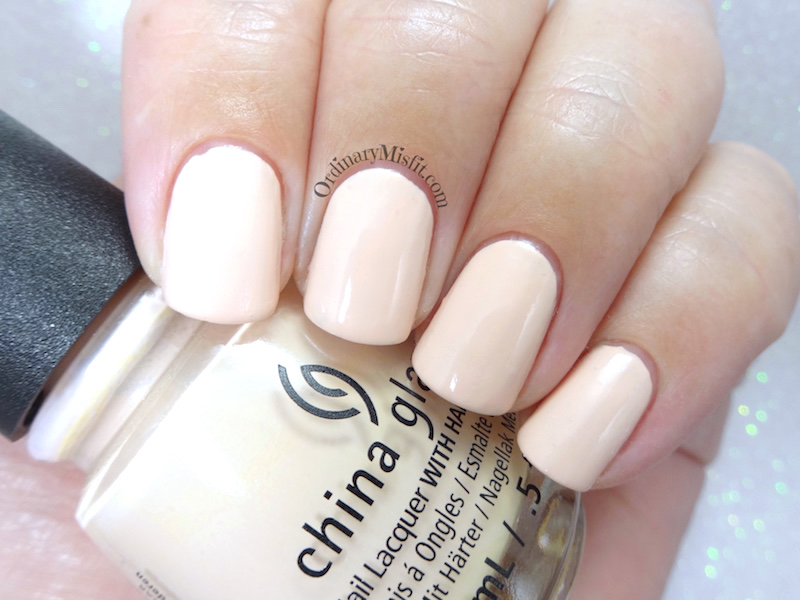 China Glaze - Sand in my mistletoes