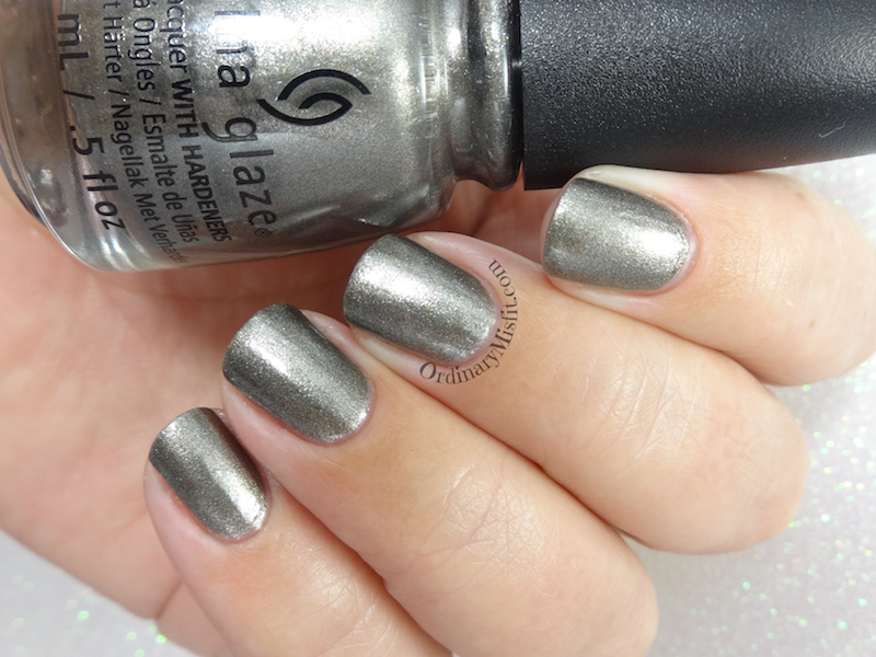 China Glaze - Slay bells ring