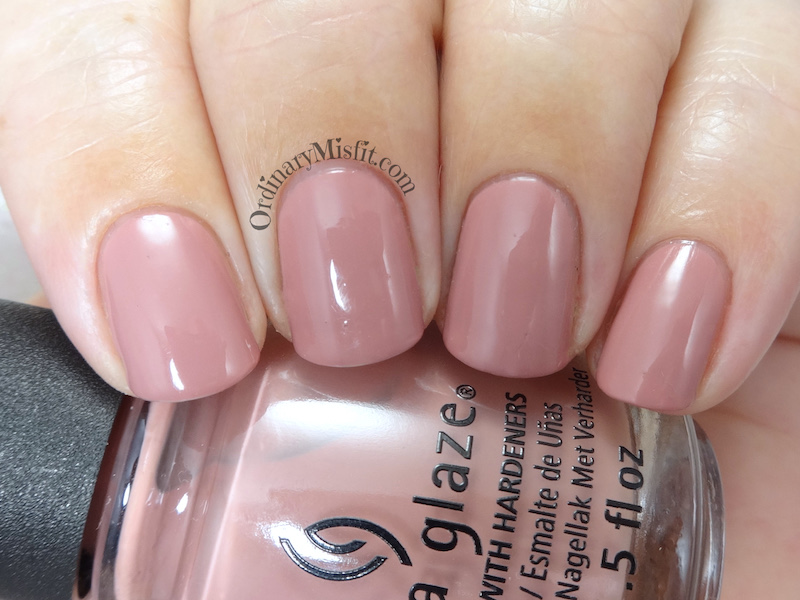 China Glaze - 10 Kill the lights
