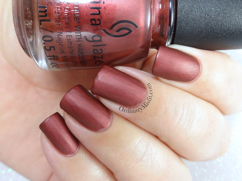 China Glaze - Haute blooded