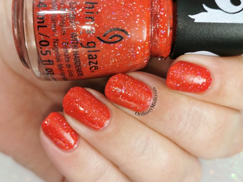 China Glaze - Living in the elmo-ment
